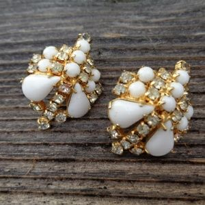 Jewelry - Vintage cluster clip on earrings